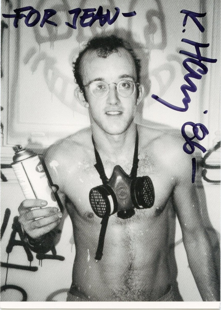 Postcard signed by Keith Haring printing Patrick McMullan's iconic photo portrait of him. Keith HARING.